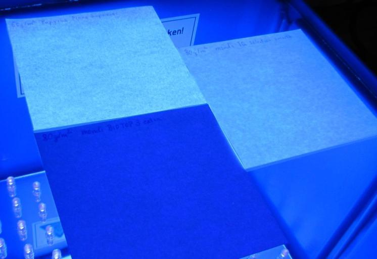 Papiere_im_UV-Licht